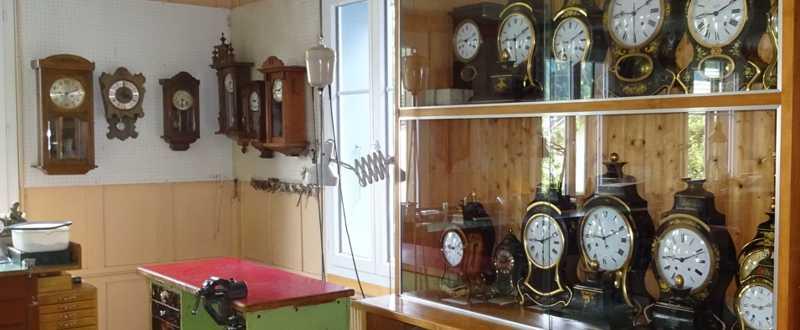 Schaukasten Pendulen beim Uhrmacher Ueli Zürcher