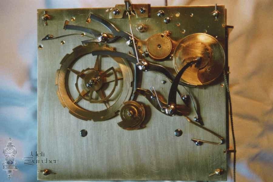Uhrwerk einer Pendule (Rückseite) 19. Jahrhundert