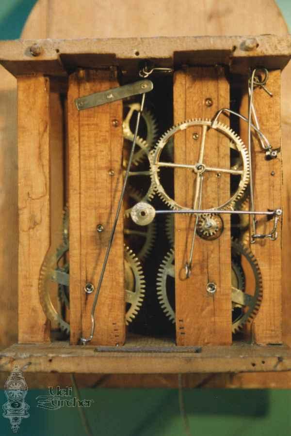 Uhrwerk einer Schwarzwälder Uhr Baujahr 19. Jahrhundert - Fotoaufnahme 01.02.1992