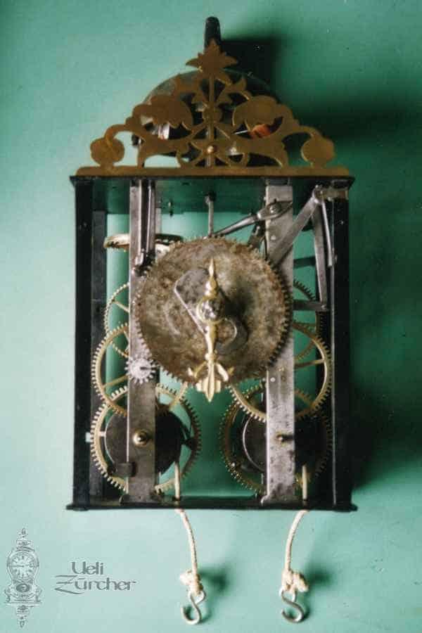 Uhrwerk einer Comtoise Uhr mit Gewichtsaufzug - Fotoaufnahme 18.06.2001