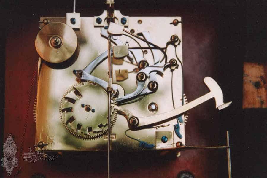 Uhrwerk einer Sumiswalder Pendule von J. Leuenberger mit Auslösung für Musik 19. Jahrhundert - Fotoaufnahme 05.04.2005